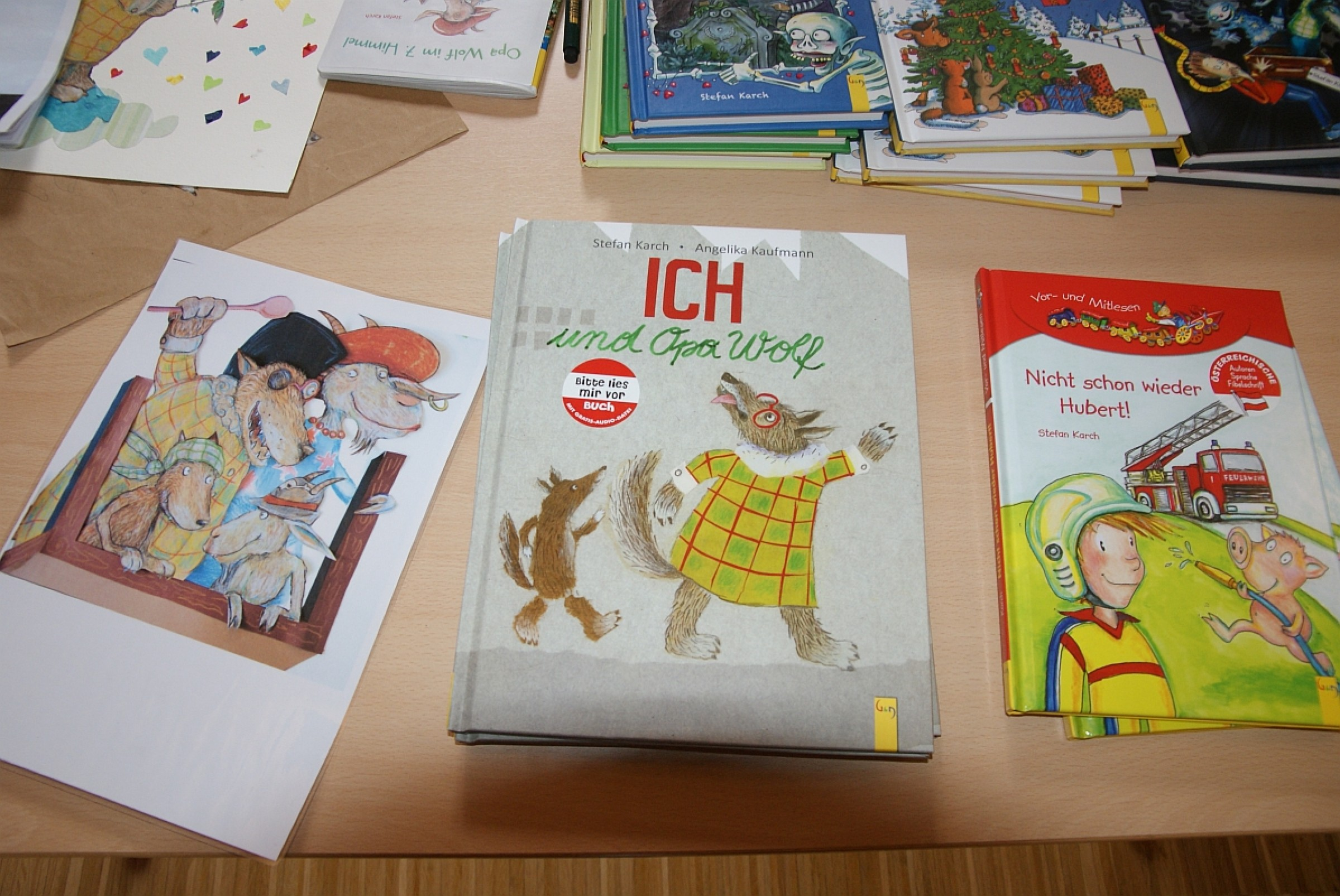 """2013 – Stefan Karch zu Gast  in der Bibliothek mit seinem Theater der Fantasie""""Opa Wolf"""""""